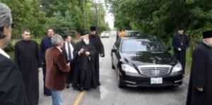 Патријарх са извесним Миланом Лешићем и свештеницима-завереницима