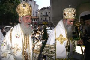 Patrijarh-srpski-Irinej-i-mitropolit-crnogorsko-primorski-Amfilohije-3